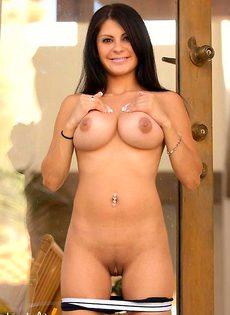 Нина показывает свое идеальное тело - фото #