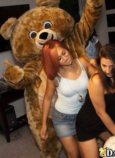 Бабы взяли в рот у медведя - фото #