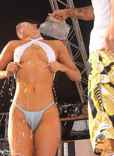 Мокрые девочки - фото #