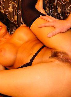 Горячая сиськастая дама - фото #