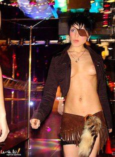 Стриптизерши всегда готовы к сексуальной работе - фото #