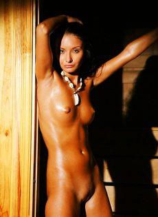 Елена разделась в горячей сауне - фото #
