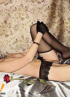 Брюнетка Валерия жарко расслабляет вагину - фото #