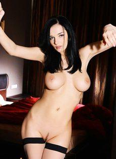 Jenya D показала бритые половые губки - фото #