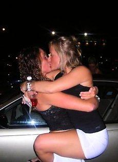 Девчонки целуются и не только (27 фото) - фото #