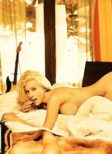 Heidi Montag позирует в бунгало голышом - фото #
