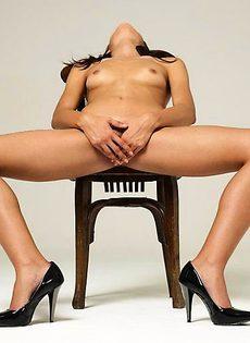 Патриция любит смотреть на свое голое тело - фото #