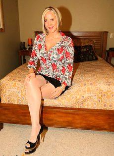 Стриптиз на дому от зрелой тетки - фото #