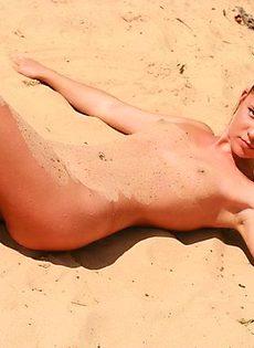 Красотки на пляже! - фото #