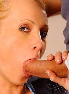 Макс кончает в рот покорной блонде - фото #