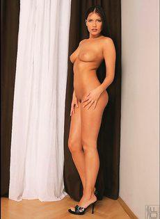 Veronica de Souza трахает себя вибратором - фото #