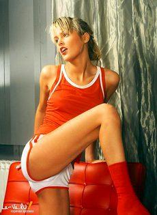 Спортсменка решила полностью обнажиться - фото #