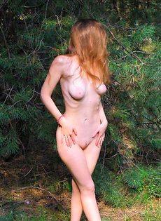 Алена в сосновом лесу испытала оргазм - фото #