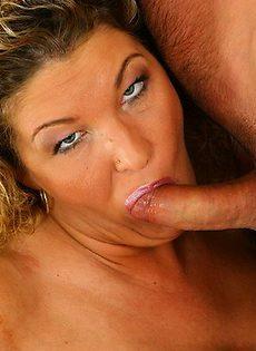 Блондинка с большими сиськами отдалась бойфренду - фото #