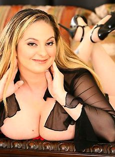Крупная дама с большими дойками - фото #