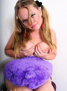 Студентка с большими сиськами - фото #