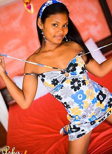 Asha Kumara прекрасно гладит сиськи - фото #
