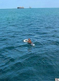 Девушка устроила отсос в открытом море - фото #