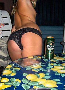 Молодые девушки откровенно онанируют на вечеринках - фото #