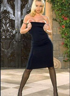 Милана в черном платье готова раздеться - фото #