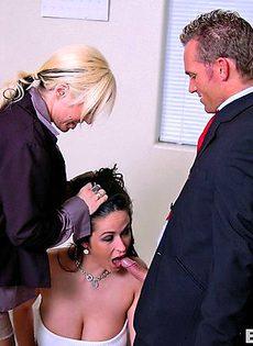 Блондинка и брюнетка отьебали босса - фото #