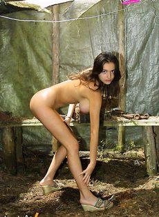 Felicty Fey мастурбирует на пикнике - фото #