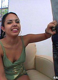 Горячий оральный секс латинской пары - фото #