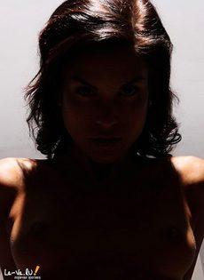 Стерва любит горячие позы на съемке - фото #
