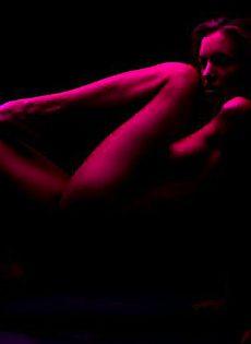 Восхитительная модель с горячими сиськами - фото #