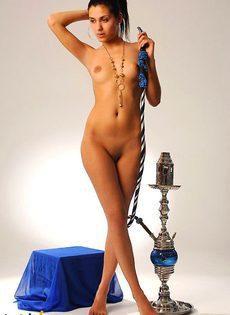 Гаяне классно позирует голая с кальяном - фото #