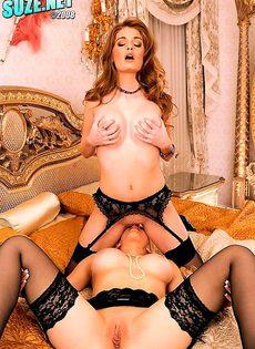 Две дамы массируют друг дружке груди - фото #
