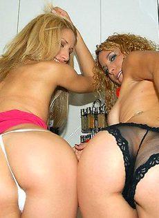 Секс с двумя красотками - фото #
