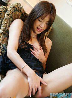 Китаянка мастурбирует - фото #