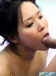 Азиатке накончали на волосатую киску - фото #
