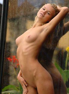 Стройная хорошенькая девушка с отменной фигуркой! - фото #
