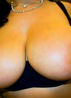 Жгучая брюнетка с огромной грудью - фото #