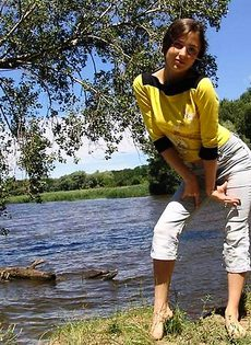 Стриптиз на речке - фото #