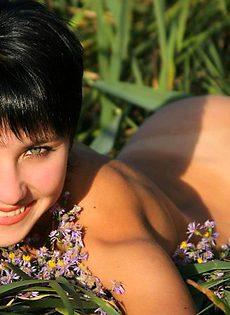 Девушка-улыбка - фото #