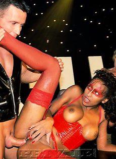 Девушки берут в рот - фото #