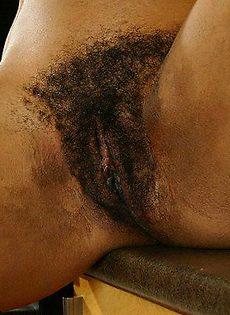 Негритоска с волосатой киской - фото #