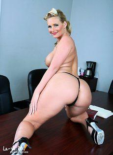 Вот так секретарша! - фото #