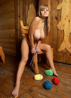 Девушка с настоящей большой грудью - фото #