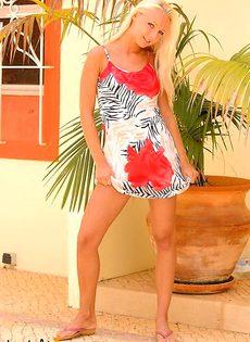 Голая блондинка с красивым телом - фото #