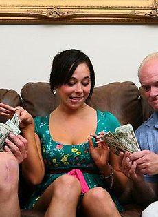 Закидали деньгами и хорошенько оттрахали - фото #