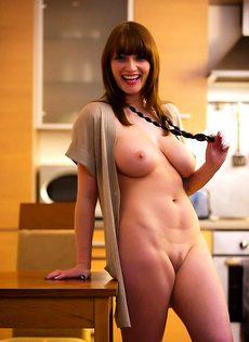 Ох, и грудь у нее! - фото #