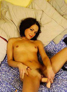 Брюнетка и её два самотыка - фото #