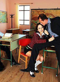Секс в студенческом кабинете - фото #