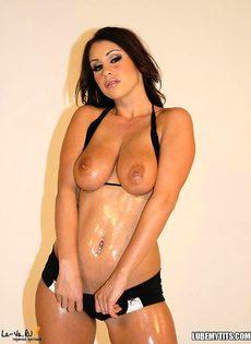 Масленая грудь снова в кадре - фото #