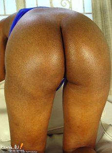 Голая негритоска стоит голая раком - фото #