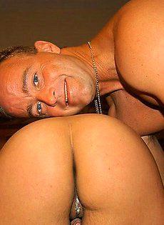 Мужик трахнул брюнетку с красивой попкой - фото #